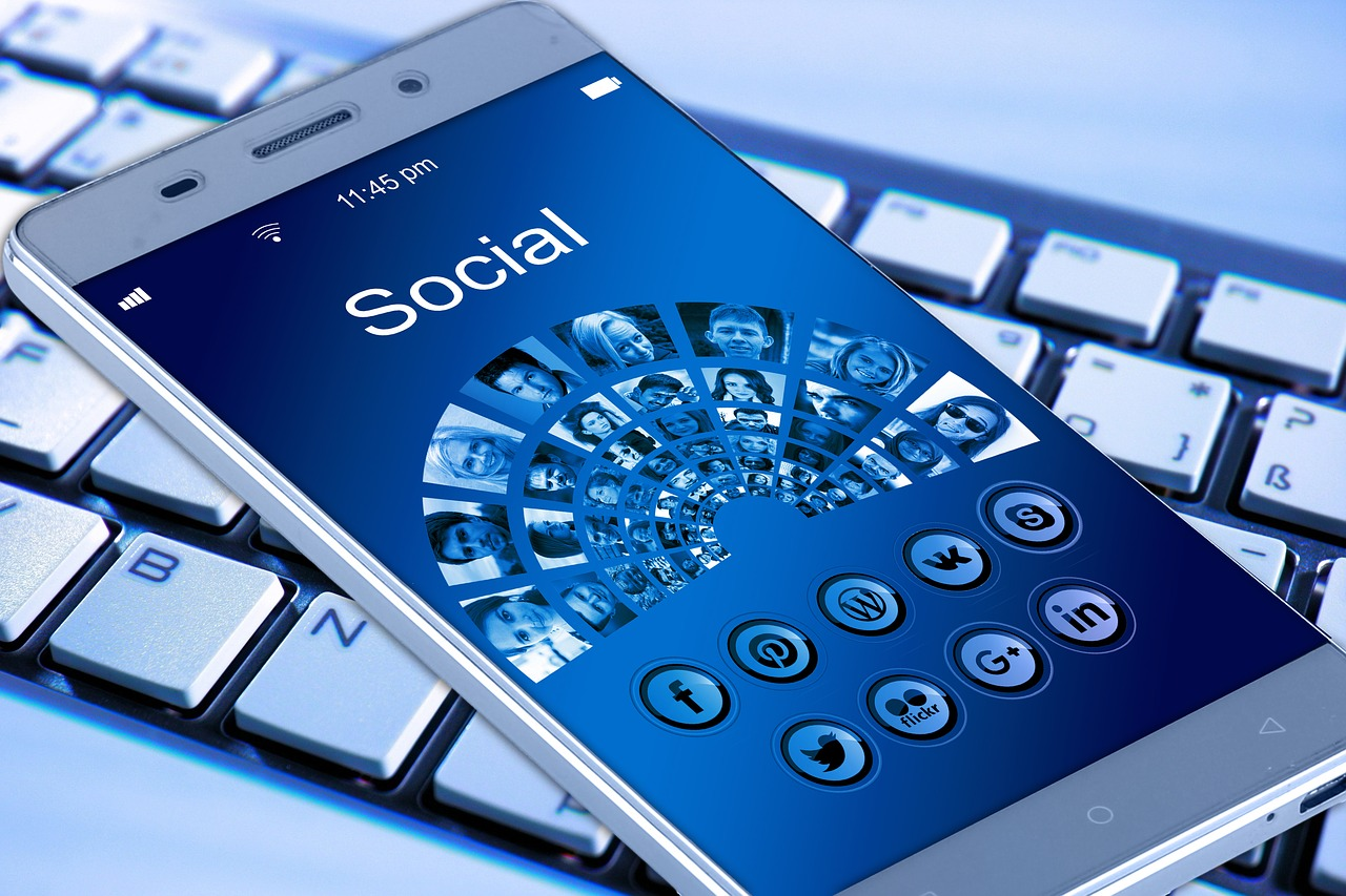 Do social media marketing right with your email newsletter.