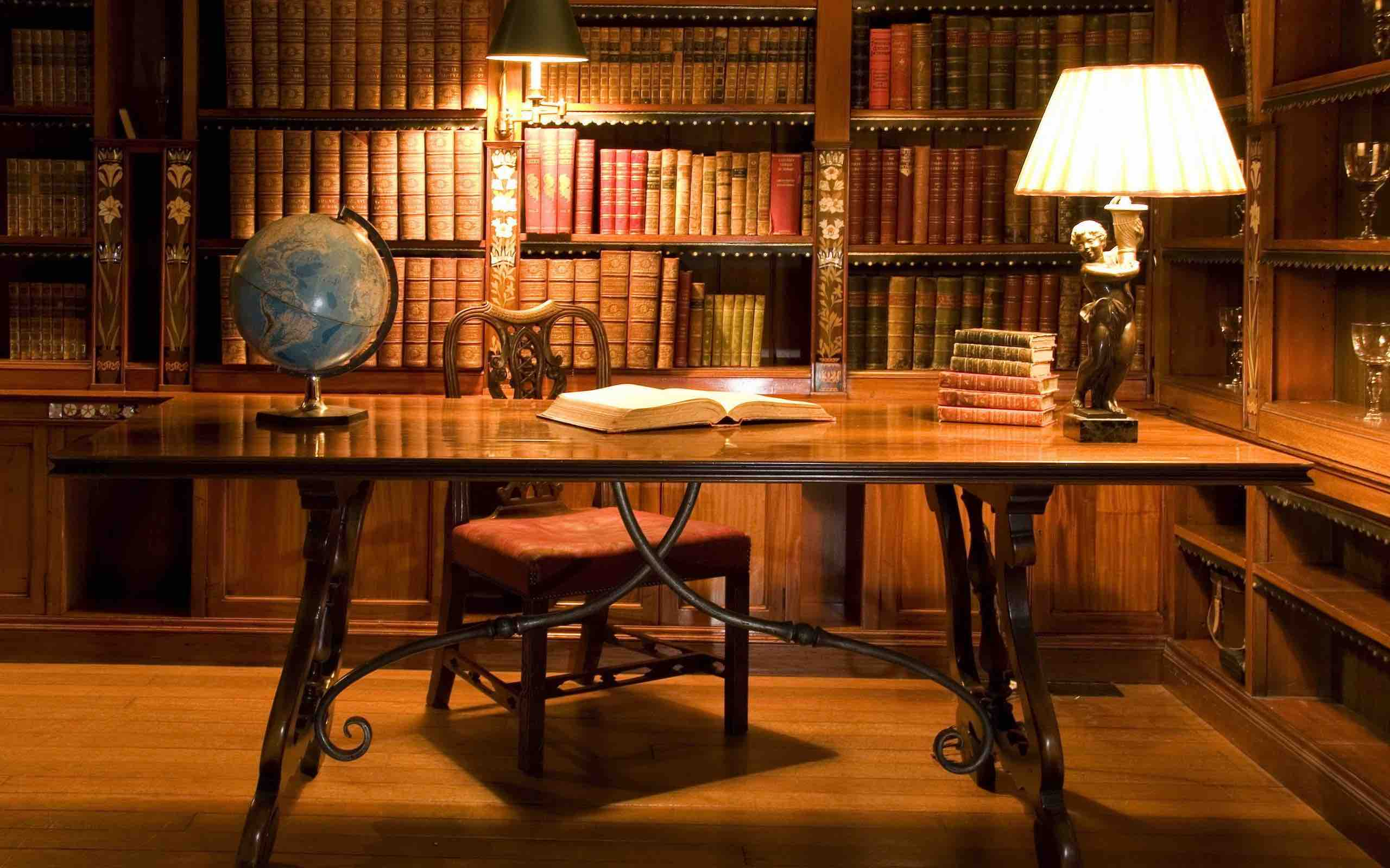 Study_in_the_library_2560x1600.jpg